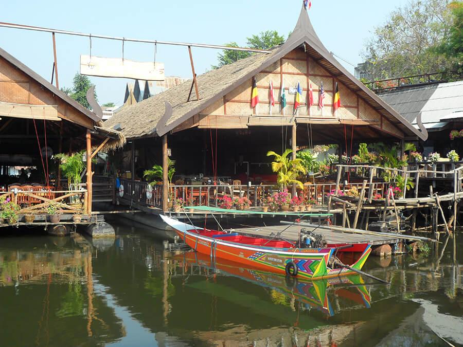 Le restaurant typique sur la rivière Kwaï qui accueille les voyageurs de l'Orient Express (c) GAD