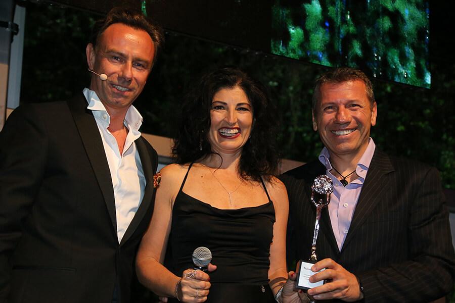 Quentin Desurmont avec Mellem&Levend Iskit co-propriétaires de Far'n Away Turquie