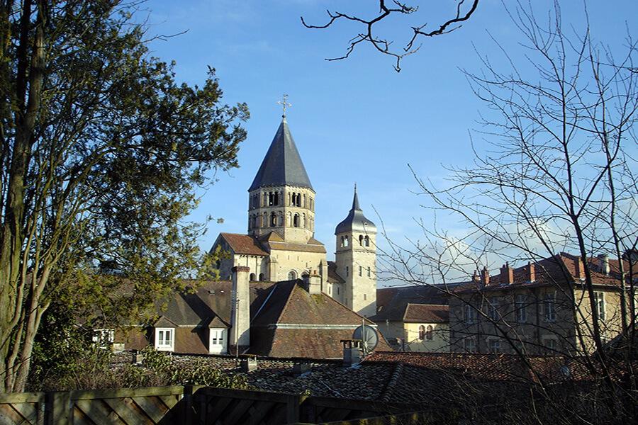 Panorama en passant des cathédrales et des églises