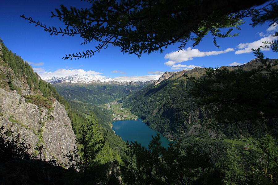 Le Bernina Express traverseant 22 communes monte à 2 253m d'altitude avant d'arriver en Italie (c)Valposchiavo Turismo