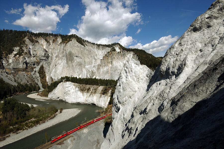 A travers les montagne des Grisons le Bernina Express RHB(c) Tibert Keller