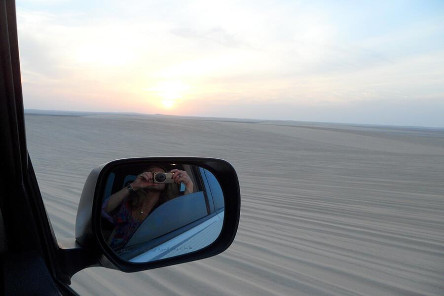 En 4x4 Coup d'oeil vers les étendues de sable (c) GAD