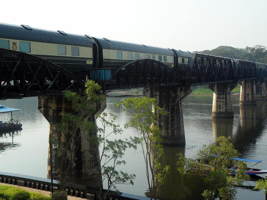 L'Eastern Orient Express sur l'historique pont de la Rivière Kwaï (c) GAD.