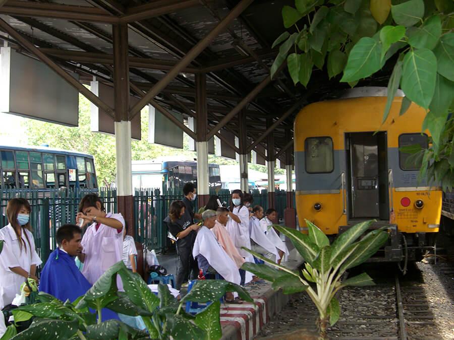 Scène de vie quotidienne Gare Hualampong à Bangkok