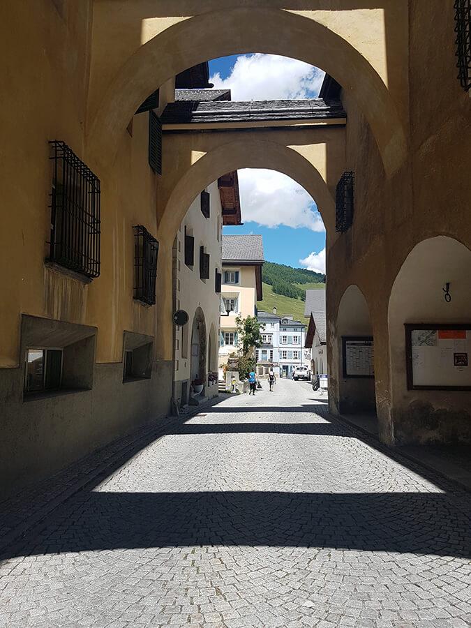 Passage sur la Via Maistra en suivant les sentiers artistiques (c) GAD