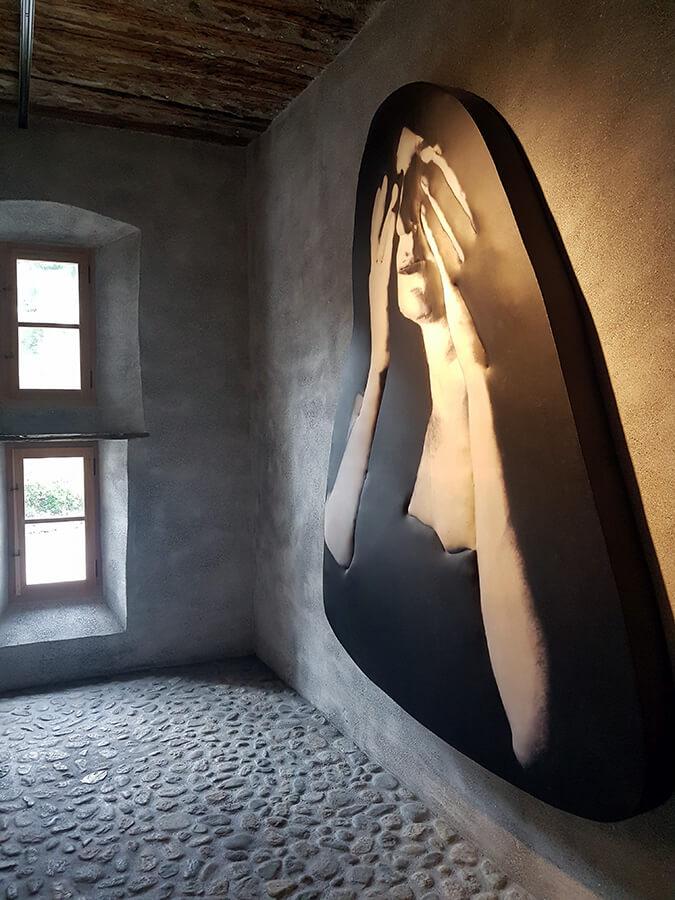 Musée Susch l'oeuvre d'Isabella Gustowska Black Dreams (c) GAD