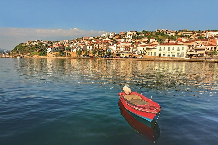 Grèce Très visitée la ville de Pylos (c) Costa Navarino