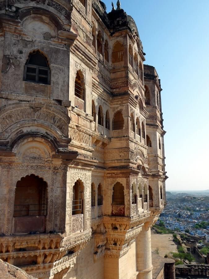 Jodhpur La Cité bleue au sommer du plateau la forteresse Mehrangarth symbole de la gloire rajpoute (c) GAD