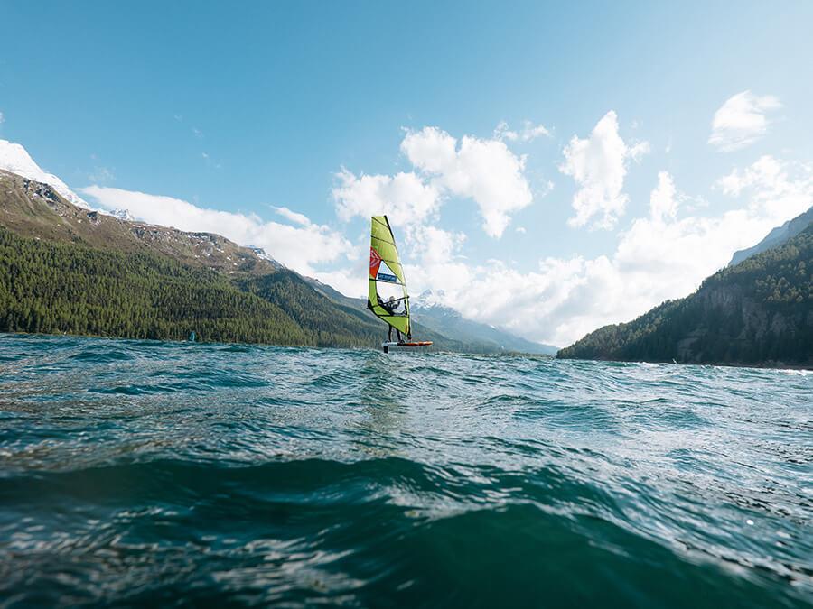 Silvaplana un Kite-Windsurf au large (c) Fabian Gattlen