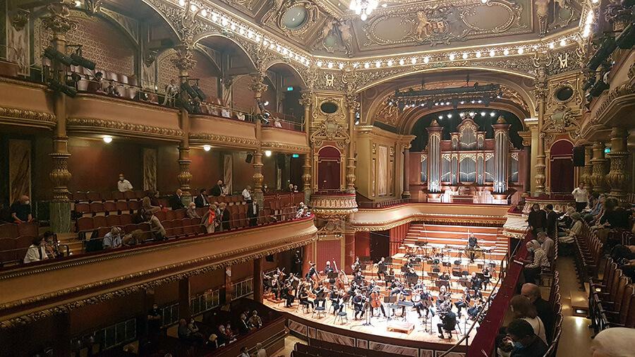 Derniers accords avant le concert sur la scène du Victoria Hall (c)GAD