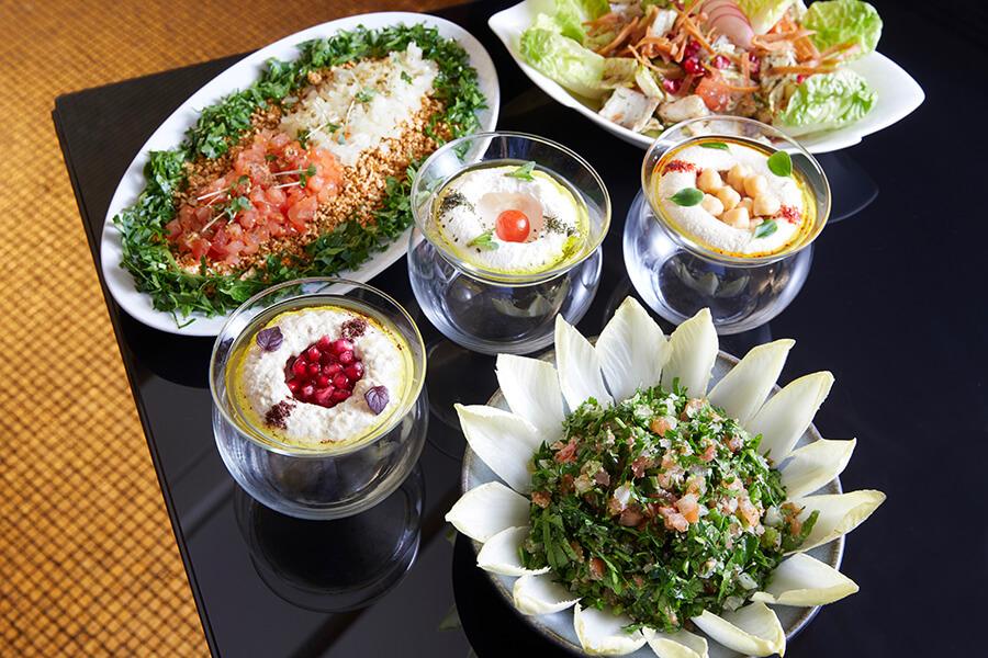 Une série de petits plats appétissants composent le Mezzé libanais