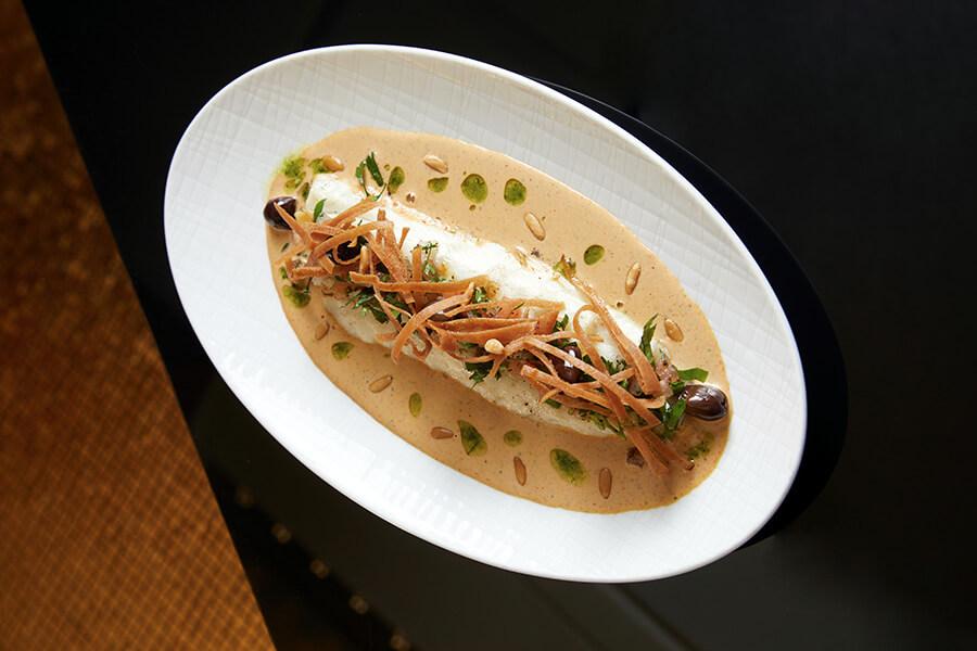 Arabesque Un plat de poisson dans sa sauce taratour