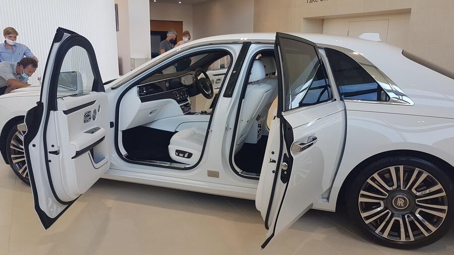 Nouvelle Rolls-Royce Ghost ouverture et fermeture des portes électriquement assistées