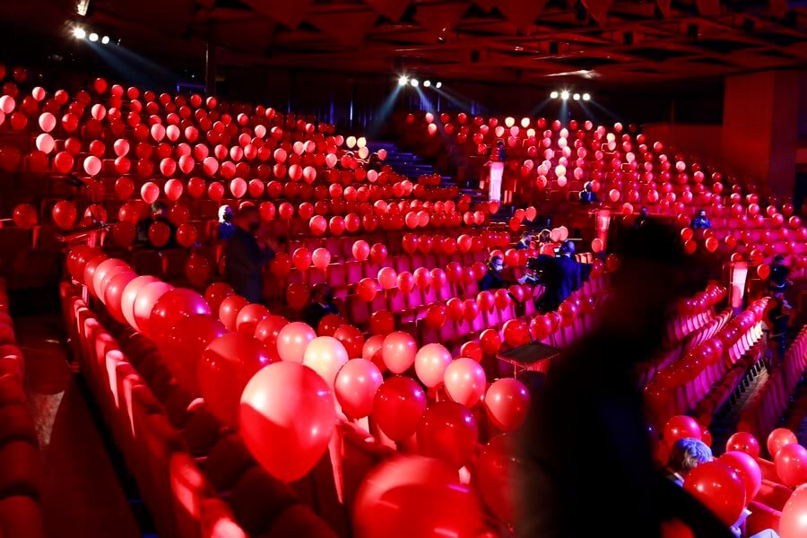 GPHG 2020 décoration tout en rouge pour accueillir les invités triés sur le volet