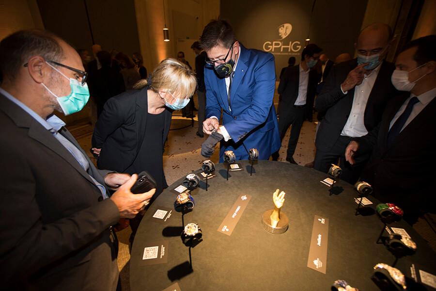 Vernissage de au MAH Exposition en vision libre sans vitrine barrière une première