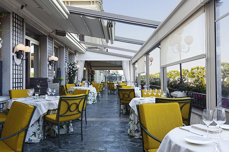 La terrasse du Beau-Rivage dans sa version été-hiver très appréciée