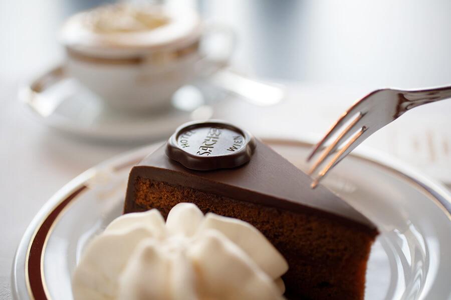 Célèbre dessert historique Sacher Torte inspiré du Cafe Sacher à Vienne ©Sacher Torte Wien