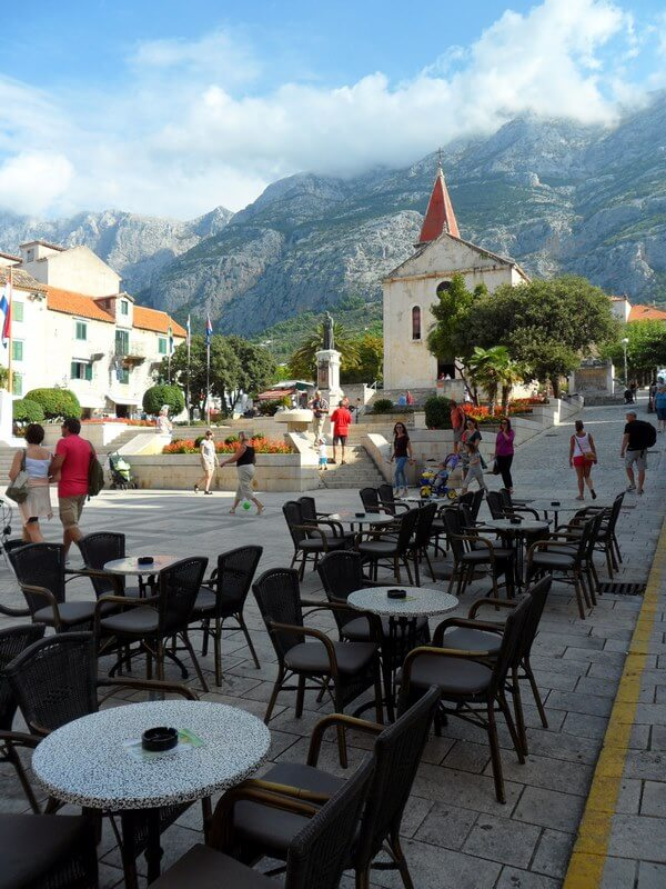 Partout les café-terrasses en plein air accueillent les visiteurs
