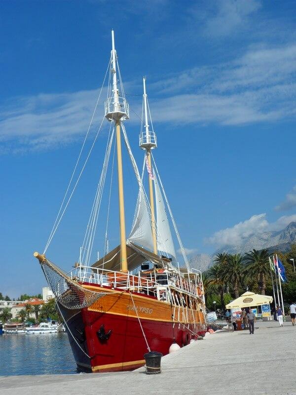 Rêves d'aventures et de splendeurs des magnifiques yachts à quai (c)GAD