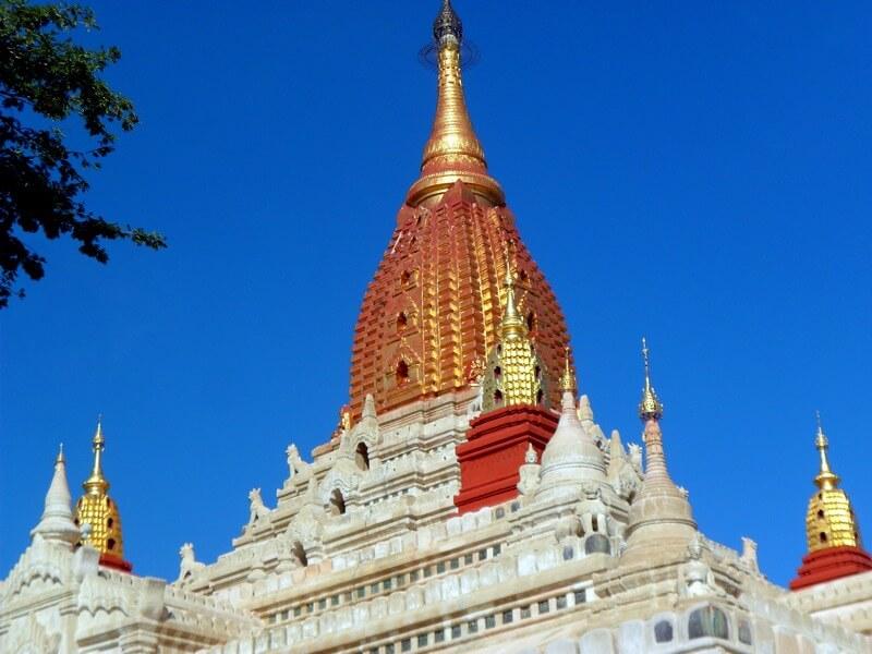 Magnifique pagode aux effets blanc et rouge (c)GAD