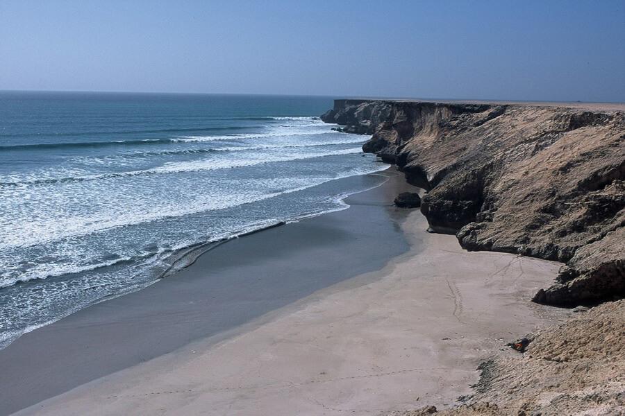 Des paysages sauvages entre mer et rochers escarpés (c) OT Oman