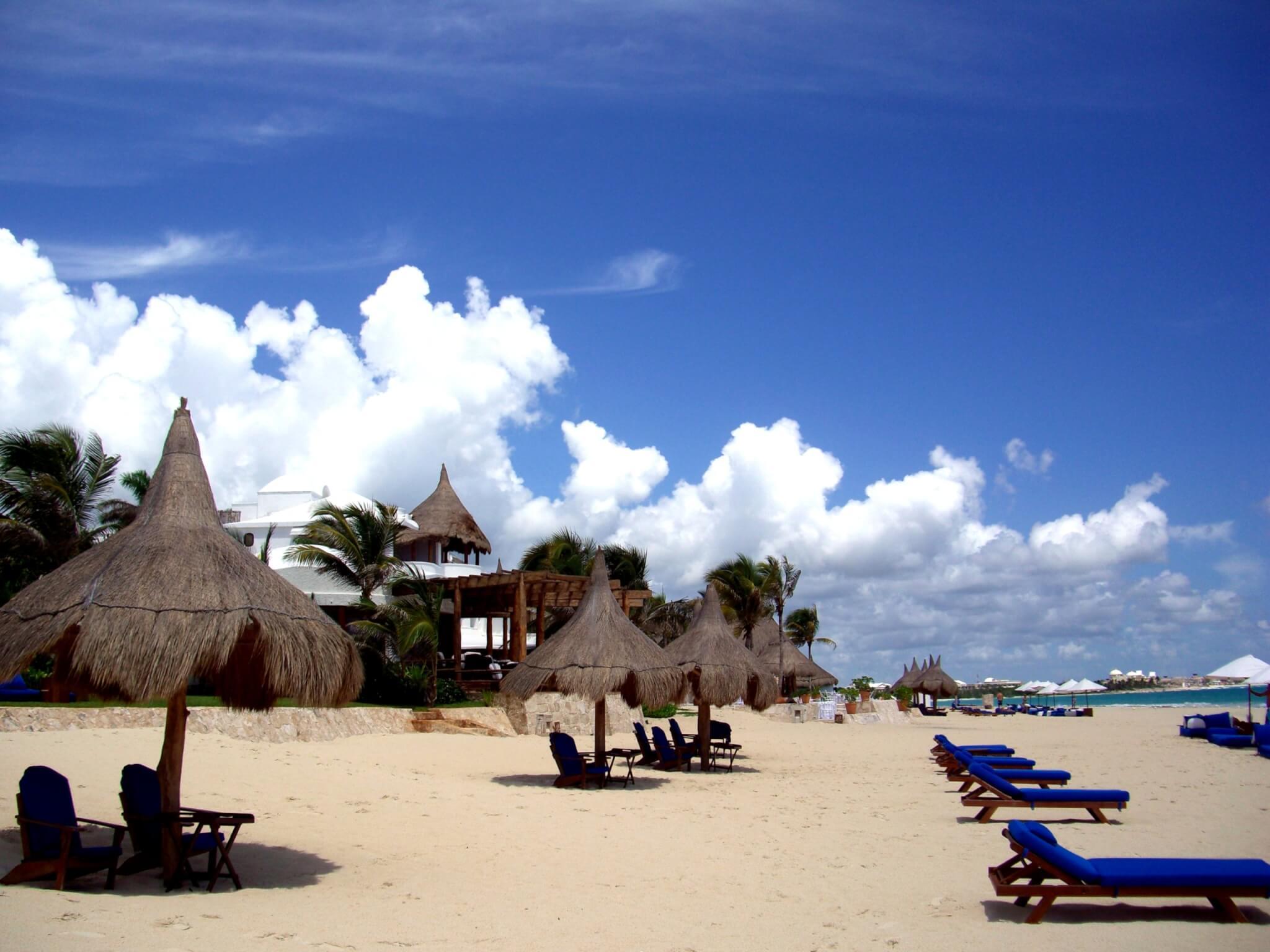 Une étendue de sable fin devant le Maroma Resort & Spa (c) GAD