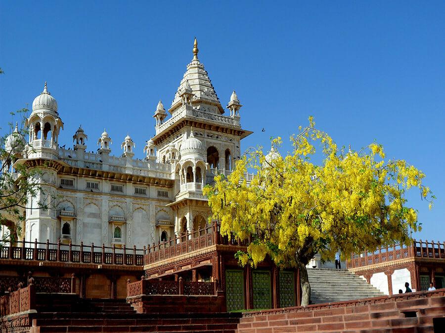 Jodhpur Majestueux et délicat l'édifice évoque les splendides heures de l'Inde