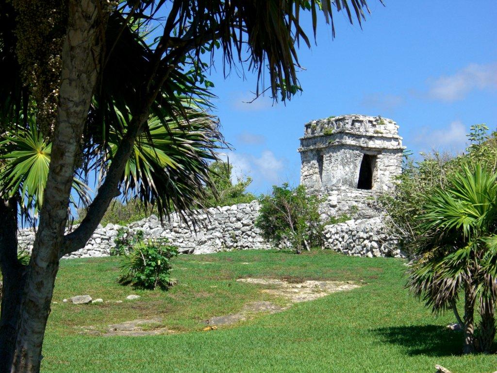 Les traces d'une civilisation forte et dominante se découvrent partout dans la jungle (c)GAD