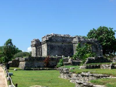 Au sein de la nature des vestiges de temples, pyramides et palais imposants (c)GAD