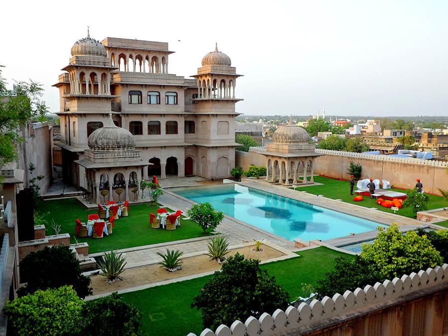 Mandawa le luxueux château-hôtel son jardin et sa piscine
