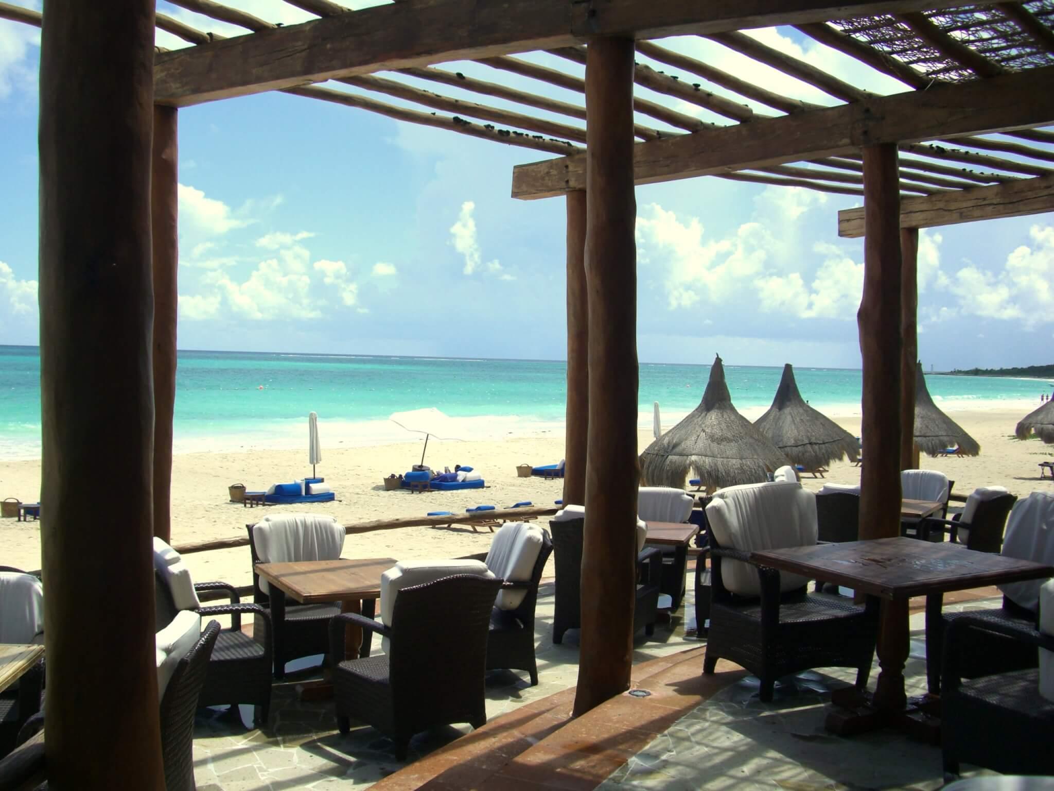 Sur la plage attenant l'hôtel et les résidences (c) GAD