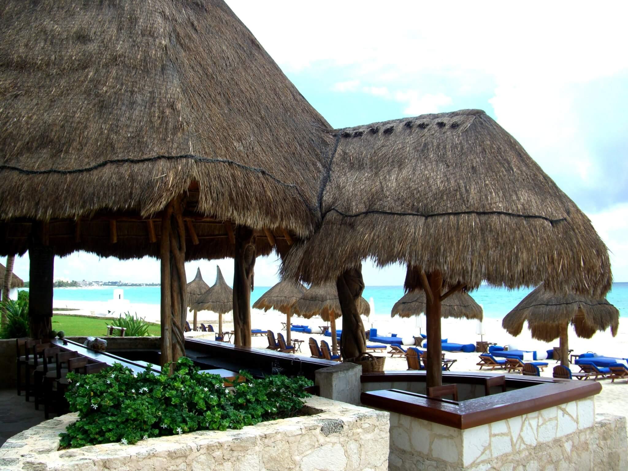 A l'abri du soleil sur la plage le restaurant de jour (c)GAD