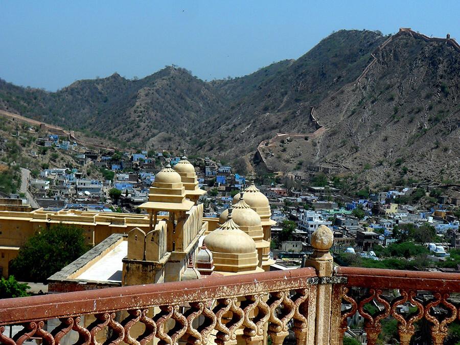 Jaipur capitale du Rajastan panorama vue sur la ville et les collines