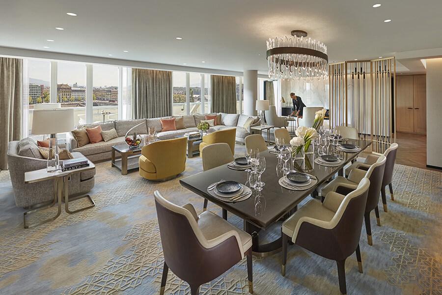 L'élégant séjour et l'espace repas intérieur du Royal Penthouse du MO Geneva