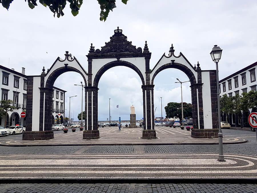 Ponta Delgada les portes de la Cité (c) GAD