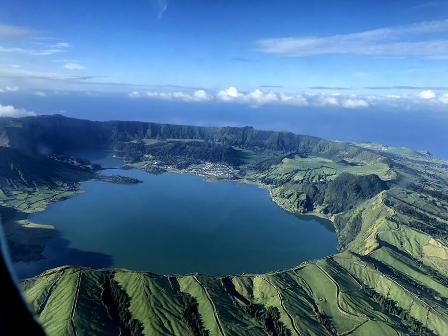 Vue plongeante sur le lac Sete Cidades (c) Turismo dos Açores