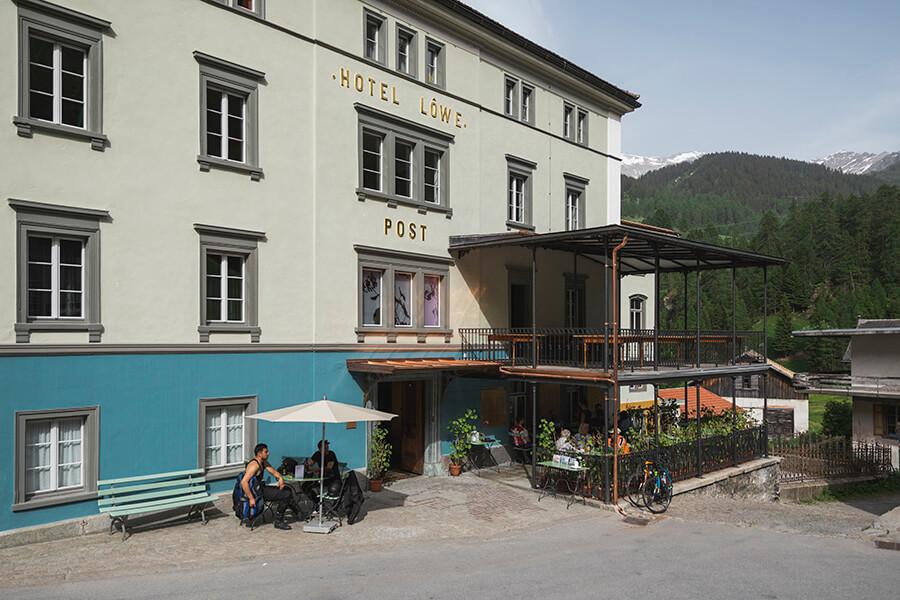 Le Posthotel Löwe à Mulegns renové dans grand style de l'époque des diligences (c) Benjamin Hofer