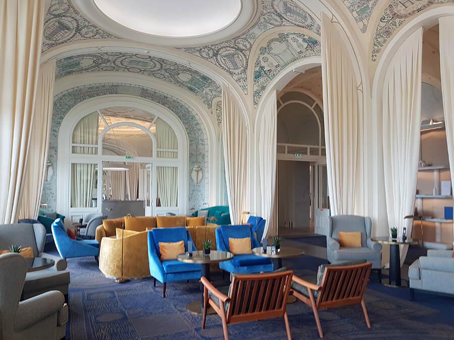 Une touche de modernité pour le Grand Salon avec ses arcades coupoles et peintures rendues à leur prestige (c)GAD