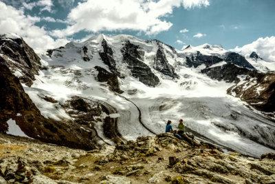 Observation des mouvements alpins et l'éboulement qui fit rouler vers la vallé des mia de m3 de rochers (c) Grisons Tourisme