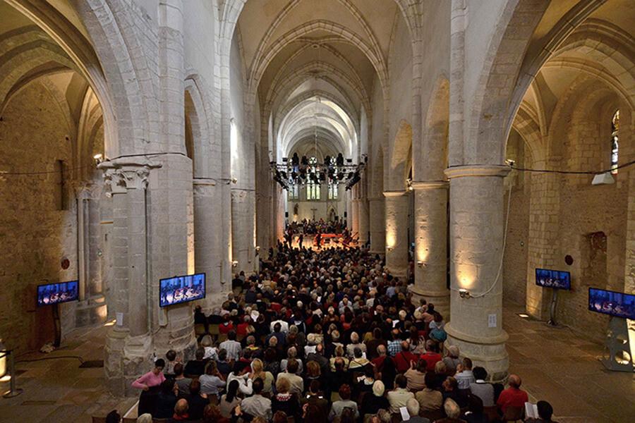 Dans son cadre grandiose L'Abbatiale accueille divers concerts et spectacles et autres événements musicaux (c) Festival d'Ambronay