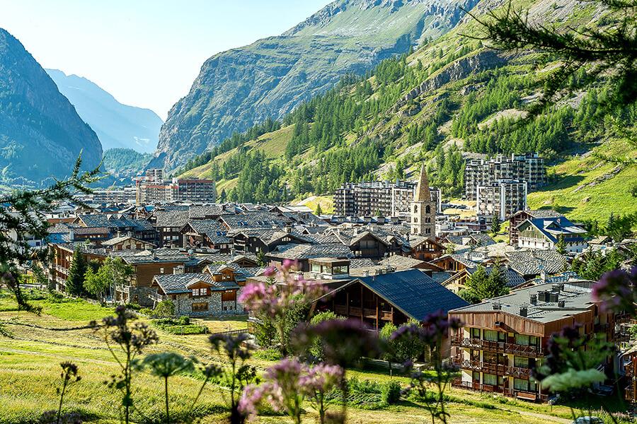 Le magnifique Village de Val d'Isère en été (c) andy parant