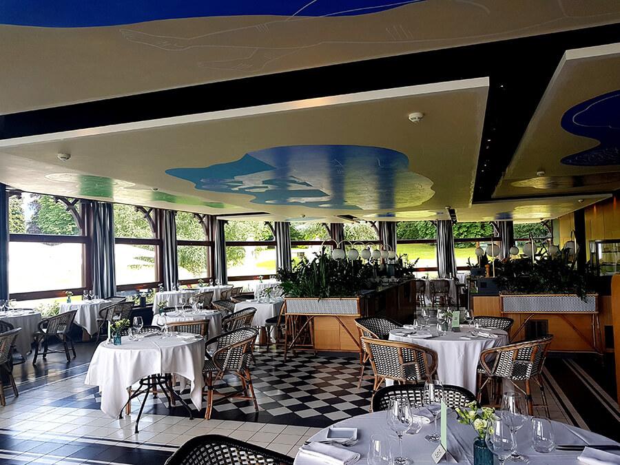 L'accueillant Restaurant la Véranda qui vous reçoit après les concerts à La Grange au Lac (c) GAD