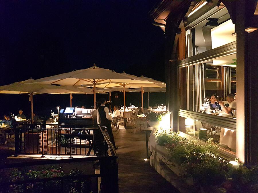 La Véranda ambiance de nuit et service en terrasse (c)GAD
