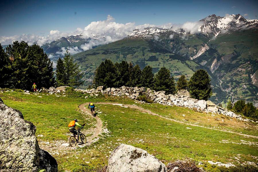 Les Arcs avec l'arrière perspective des magnifiques hauts sommets ©Michael Kirkman