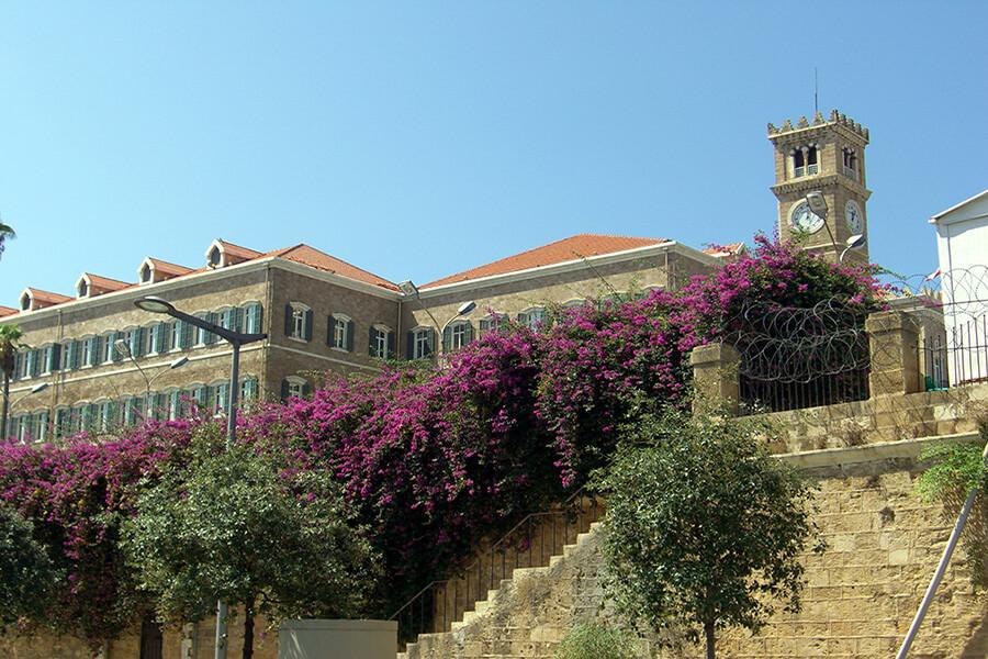 Quartier fleuri vers le parlement (c) GAD
