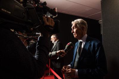 Grand moment pour Marco Solari l'infatiguable Président du Locarno Film Festival arrivant sur la Piazza Grande avec Giona A. Nazzaro © Alessandro Crinari