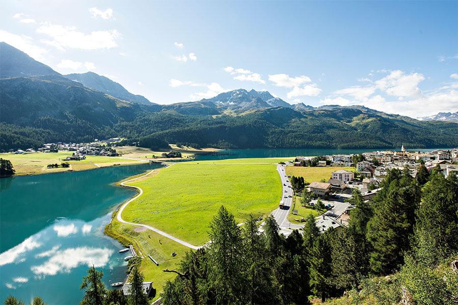 Perspective plongeant sur les lacs de Sylvaplana d'où partent de nomreuses randonnées(c) Engadine Tourisme