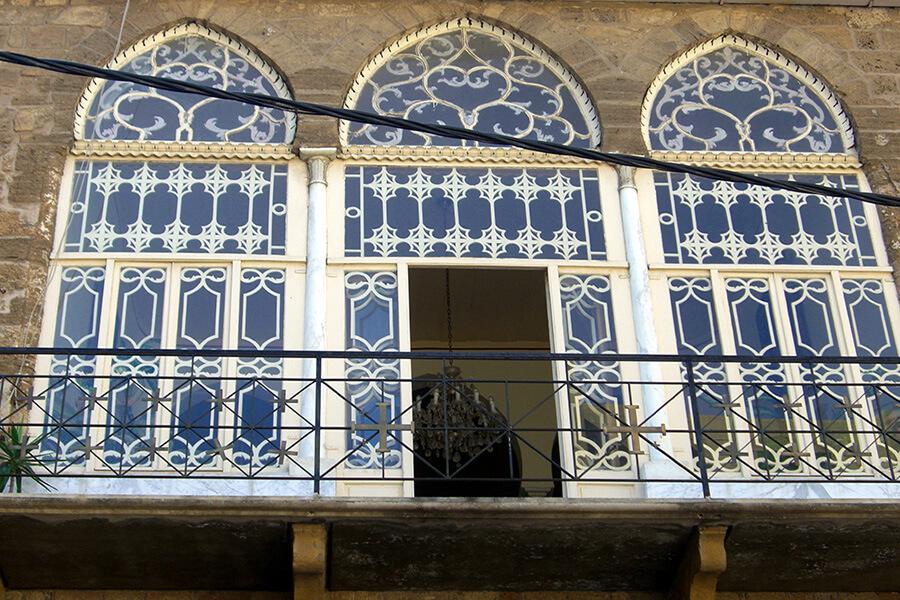 Balcon aux fenêtres aux arcades ajourées (c) GAD