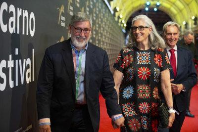 John Landis Léopard d'Honneur Manor et Deborah Landis, Marco Solari, Président du Locarno Film Festival © Locarno Film Festival