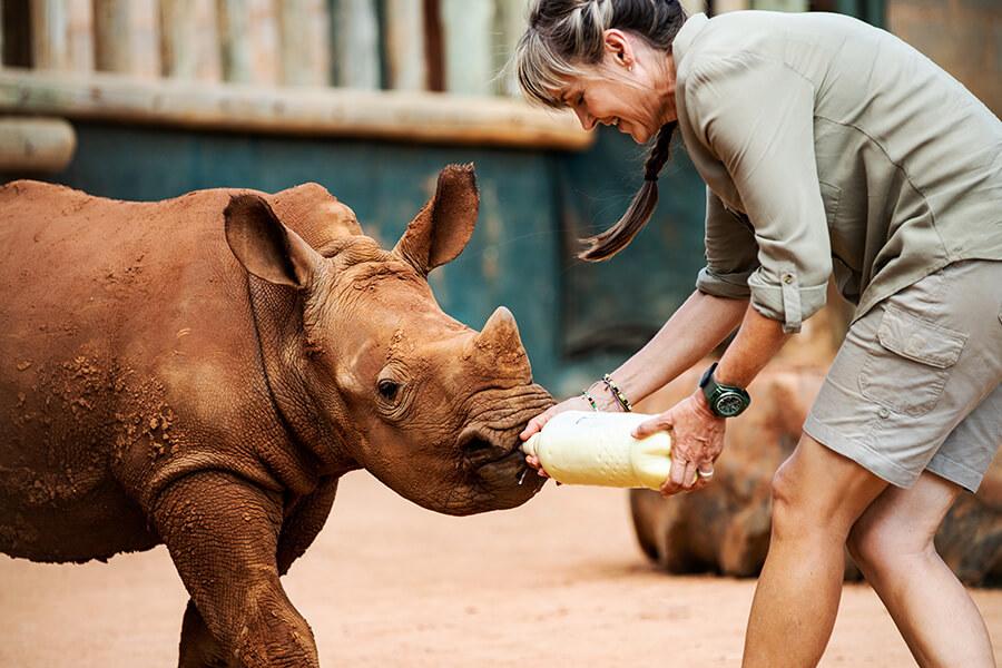 Petronel Nieuwoudt Fondatrice de Care For Wild - a dévoué sa vie à la protection des animaux sauvages orphelins (c) Hublot